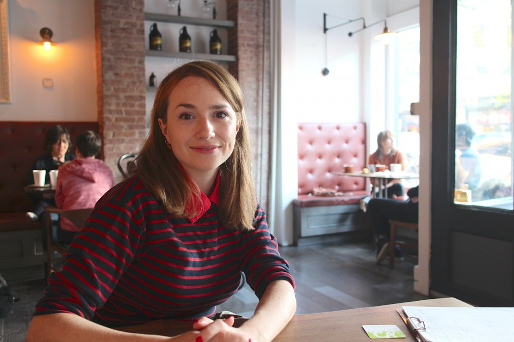 「NYCギーケッツ」のアンバサダー、アナ・シエゲルさん。ブルックリンのカフェにて。