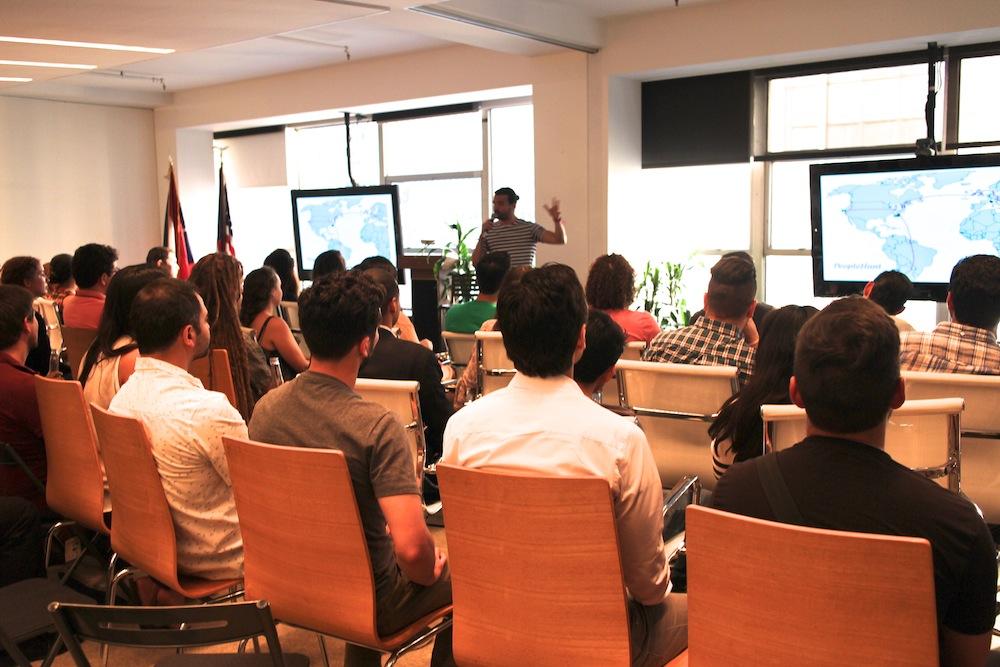 2015年6月、ニューヨークで行った「LATAM」ミートアップ。ミートアップの創業者、Scott Heifermanさんを迎え、会場は満席になった